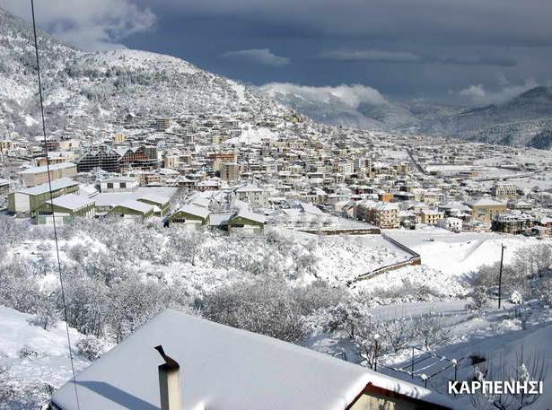 Вид на горонлыжный городок Карпениси