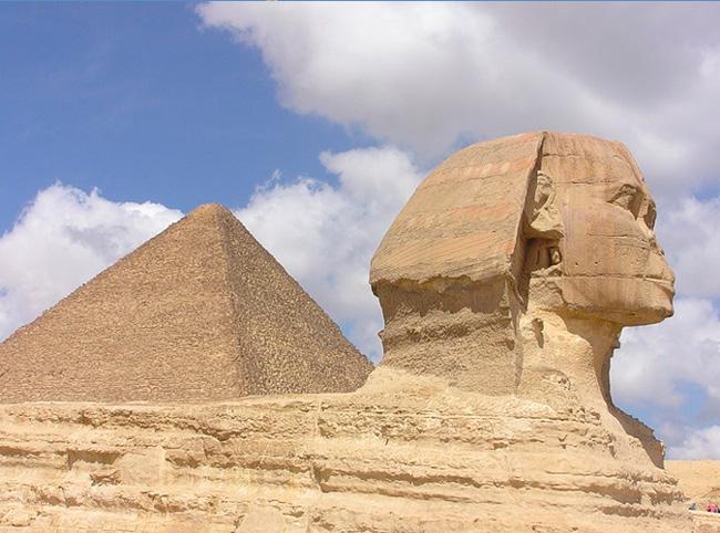 Сфинкс и пирамиды в Египте