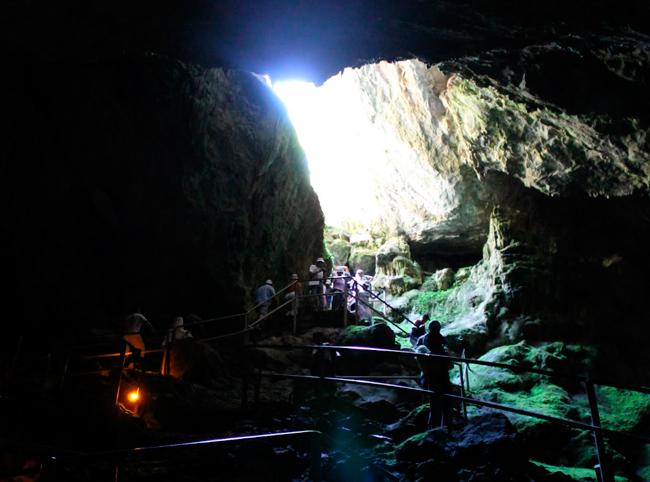 Начало спуска в пещеру